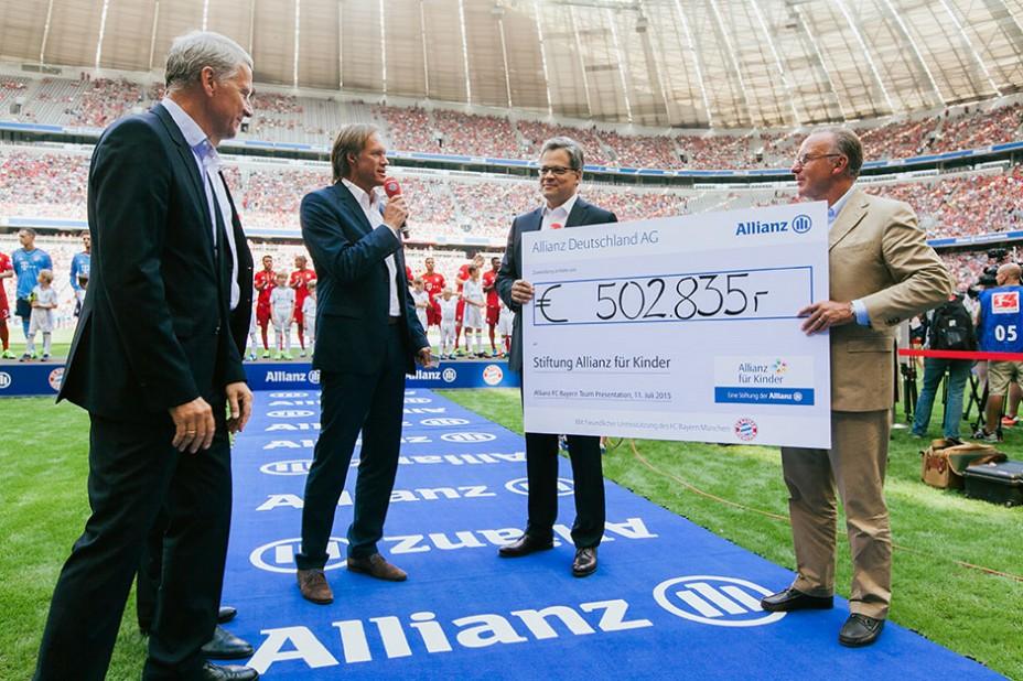 Ein großer Tag in der Allianz Arena – für die bundesweite Stiftung Allianz für Kinder gab es 502.835 Euro Spendengelder