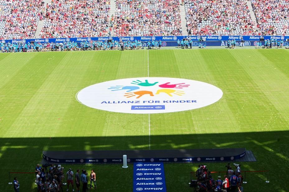 Allianz FC Bayern Team Presentation: Warten auf die Stars