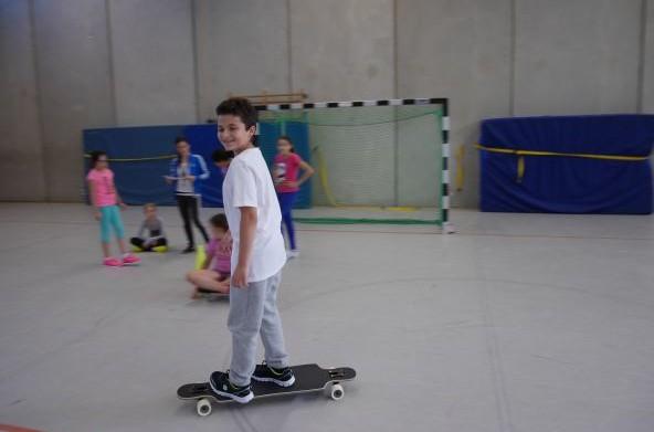 Dank der Psychomotorik AG ist auch Skateboard fahren kein Problem mehr.