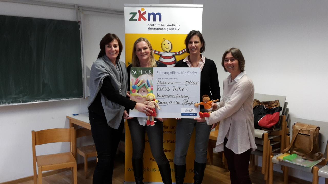 Spendenübergabe im Zentrum für kindliche Mehrsprachigkeit: Ronja, Burghardt, Dorothea Rein, Anja Böger-Lange und Eva Götz
